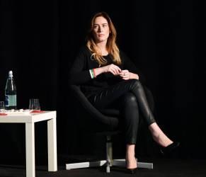 Maria Elena Boschi total black: pantaloni stretti e tacchi FOTO