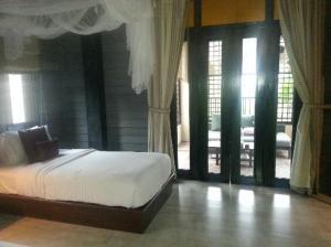 Anantara Lawana Resort and Spa bedroom