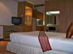Best Comfort Bangkok Hotel bed corner