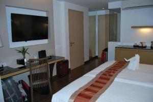 CityPoint Hotel bed corner