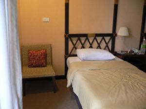 Hotel Tropicana bed