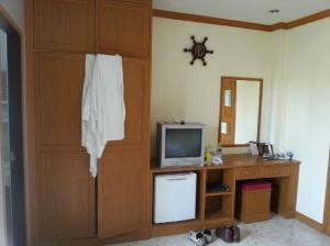 Lekpong Guesthouse smallish TV, fridge amenities