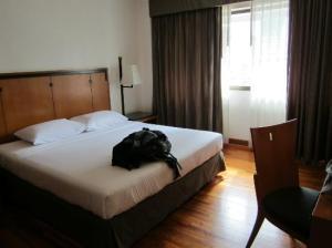 Narai Hotel bed corner near Patpong