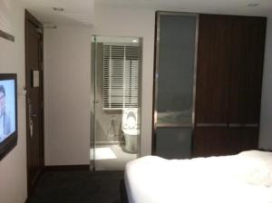 S33 Compact Sukhumvit Hotel TV and toilet view