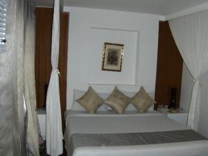 The Island Resort and Spa bedroom