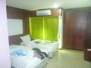 YK Patong Resort bedroom