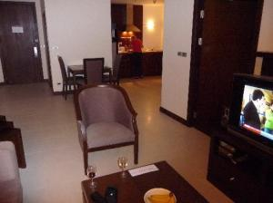 grand-mercure-bangkok-room2