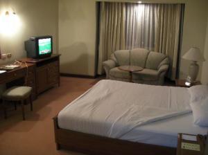 omni-tower-bangkok-bedroom