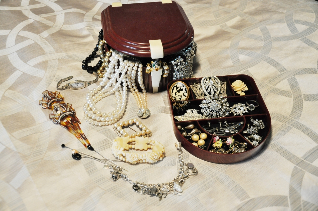 Queen Mary Art Deco Festival vintage dress jewelry packing list