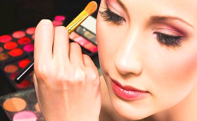 Cosmetics Proving To Be Major Cause  Of Acne