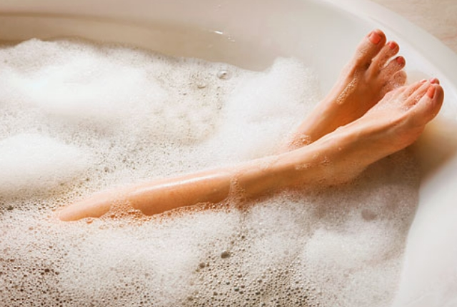 Provide Hot And Cold Alternate Soak To Legs