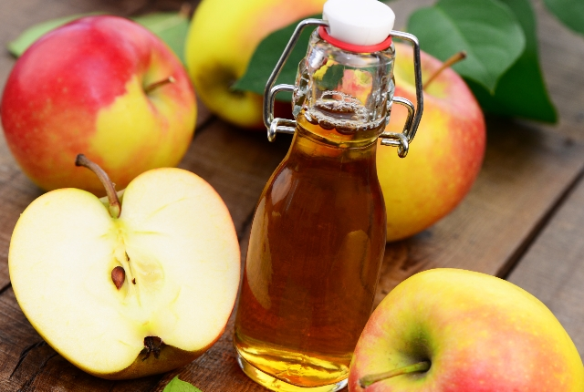 Use apple cider vinegar on the rashes
