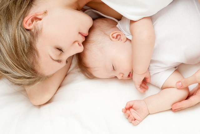 Take A Sound Sleep Along With Your Baby By The Side