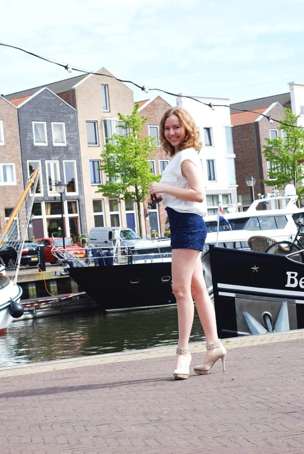 Cute outfit in the harbor