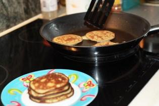 healthy sugar free banana pancakes