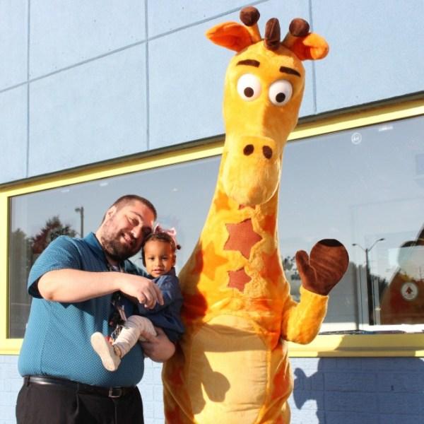 Grateful Sunday: Meeting Geoffrey The Giraffe In Toronto