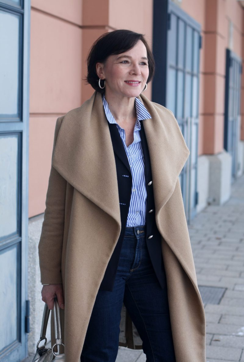 Business Look Blazer Jeans Camel Mantel LadyofStyle