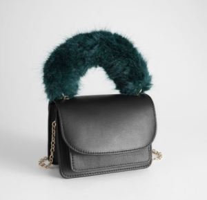 Faux Fur Tasche von &other stories