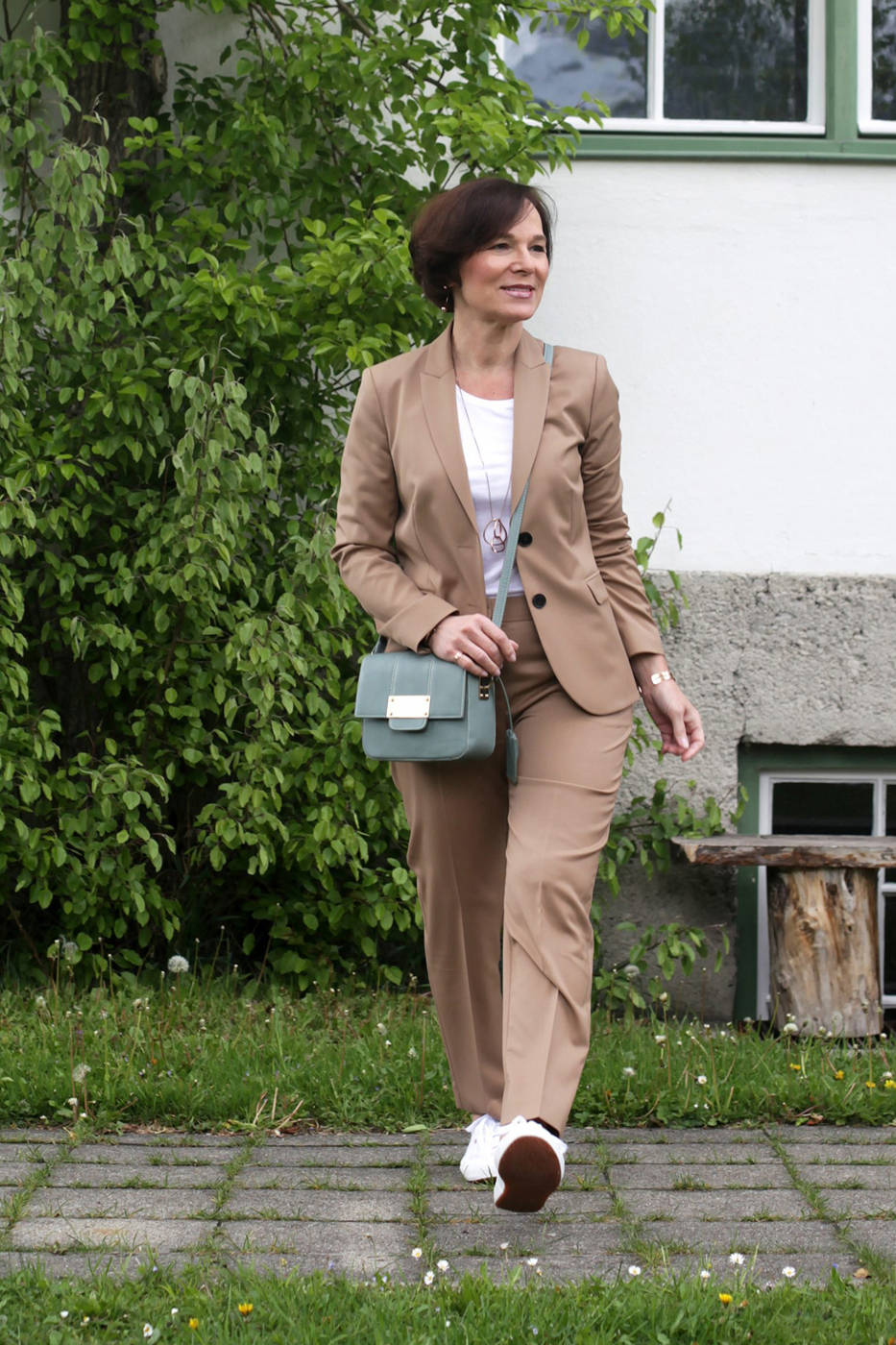 LadyofStyle Hosenanzug Businesslook Powersuit Bürolook Hallhuber Sneakers 50plus Blogger
