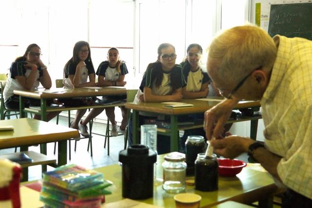 Los alumnos de 3º de la ESO aprenden a revelar fotografías