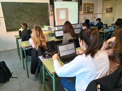 Trabajando con Chromebook en el aula.