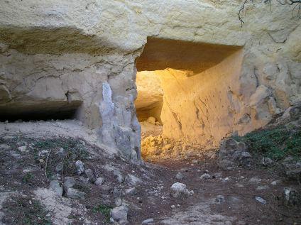 Entrada a la cueva del Navarro