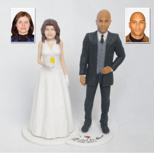 vous pouvez aussi opter pour une figurine personnalis un peu moins classique et jouer sur lhumour et la caricature allez faire un tour sur le site de - Figurine Gateau Mariage Personnalis