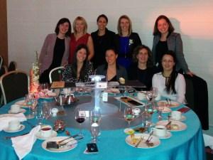 Notre tablée de femmes radieuses qui comme par magie pour plusieurs d'entre elles se connaissaient déjà sans savoir qu'elles seraient réunies à ma table.