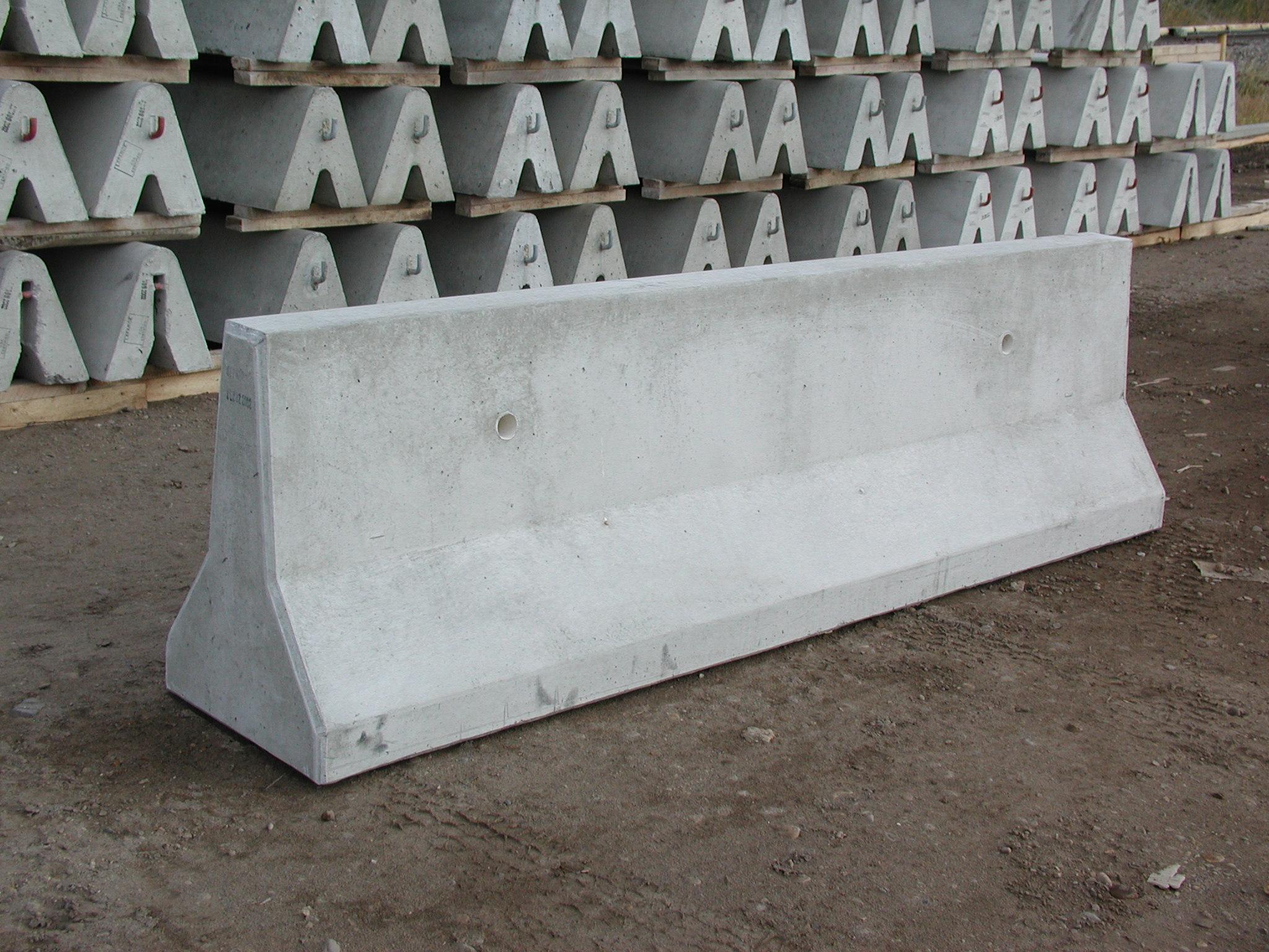 Lafarge precast new jersey barrier