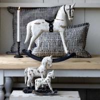 Statuette de cheval à bascule vintage