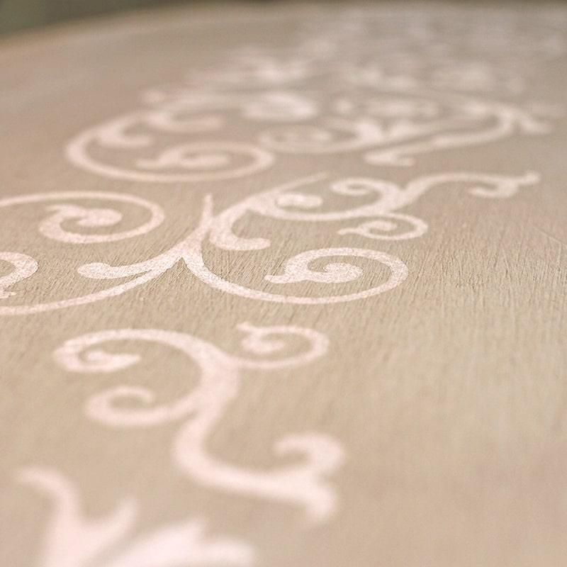 Détail d'une psyché vue de dos entièrement peinte et patinée à la main par La Fée Caséine