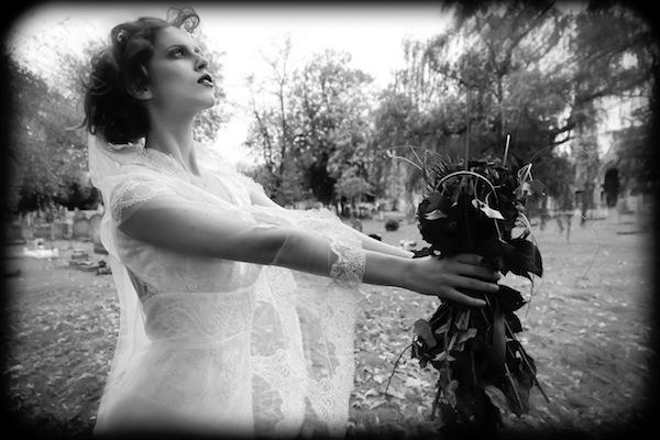 Halloween Wedding special Vampire brides - Lara Celenza - LaFianceeduPanda 40