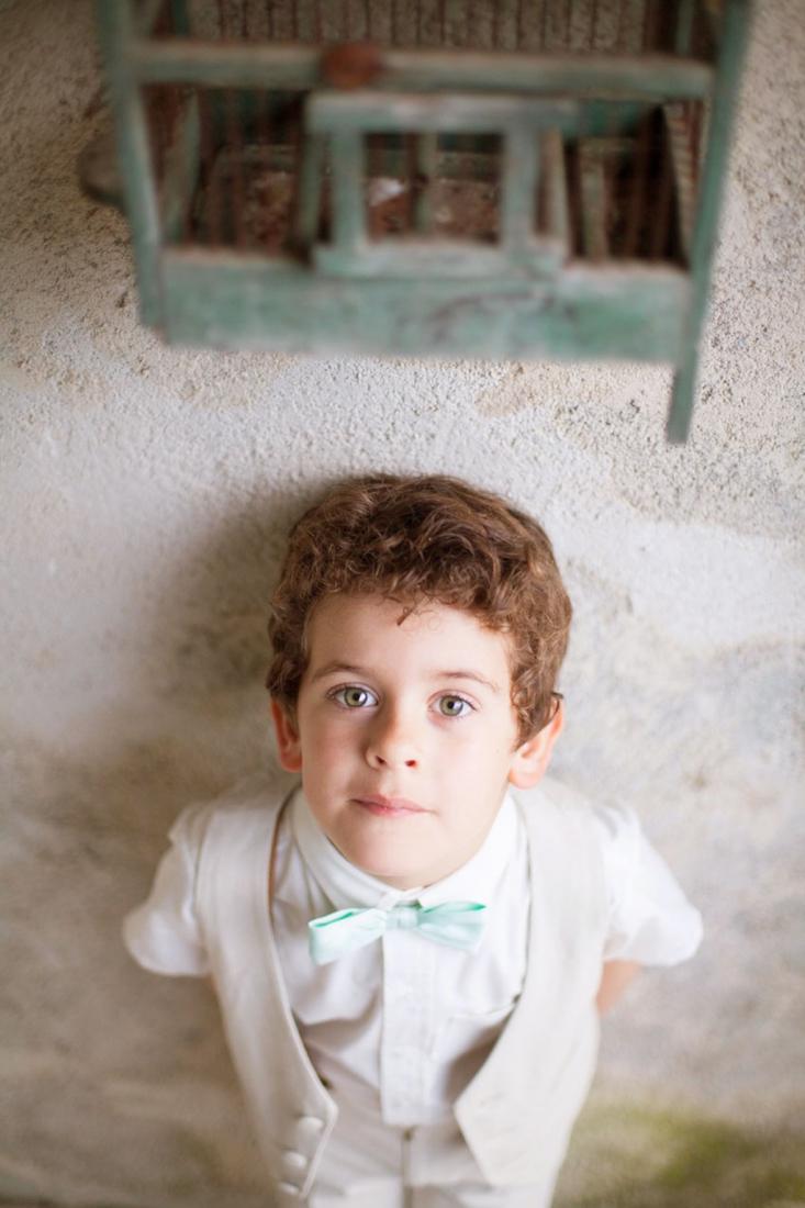 Tenue garcon enfant d'honneur beige Les Petits Inclassables l Photographe Alex Tome l La Fiancee du Panda blog mariage