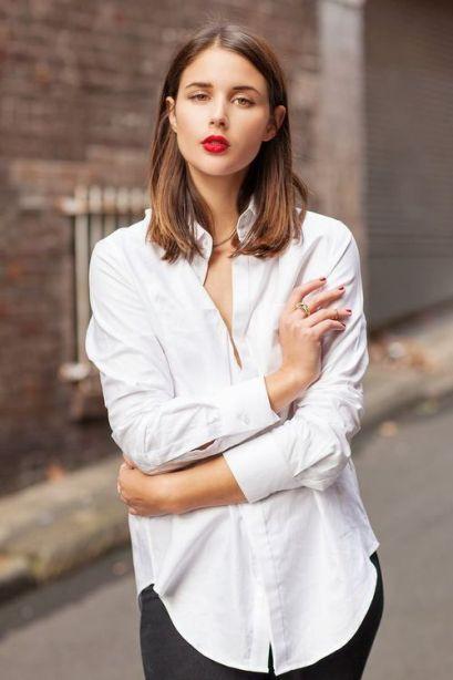 chemise blanche et jean