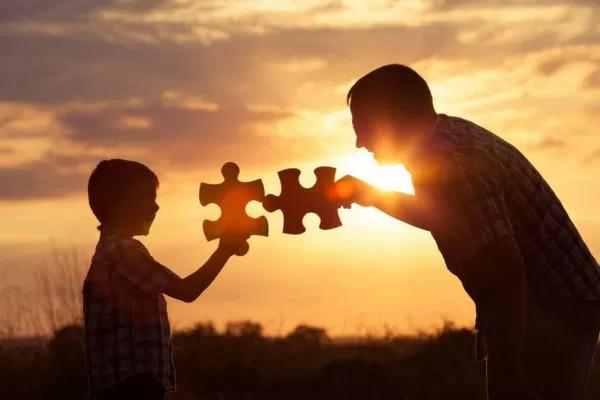 La storia di Andrea, dei suoi figli e del ricatto dei servizi sociali