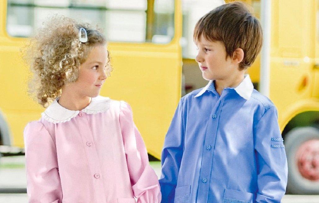 Uniformi per i bimbi a scuola: a Brindisi si esibisce la follia GLBT