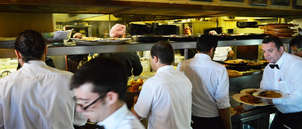barcelona-restaurante-la-fonda-del-port-olimpic-barceloneta-servicio