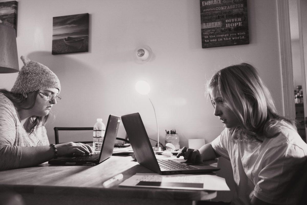 Dar clases online: por qué  cansa tanto enseñar con las plataformas online y qué he aprendido con el confinamiento