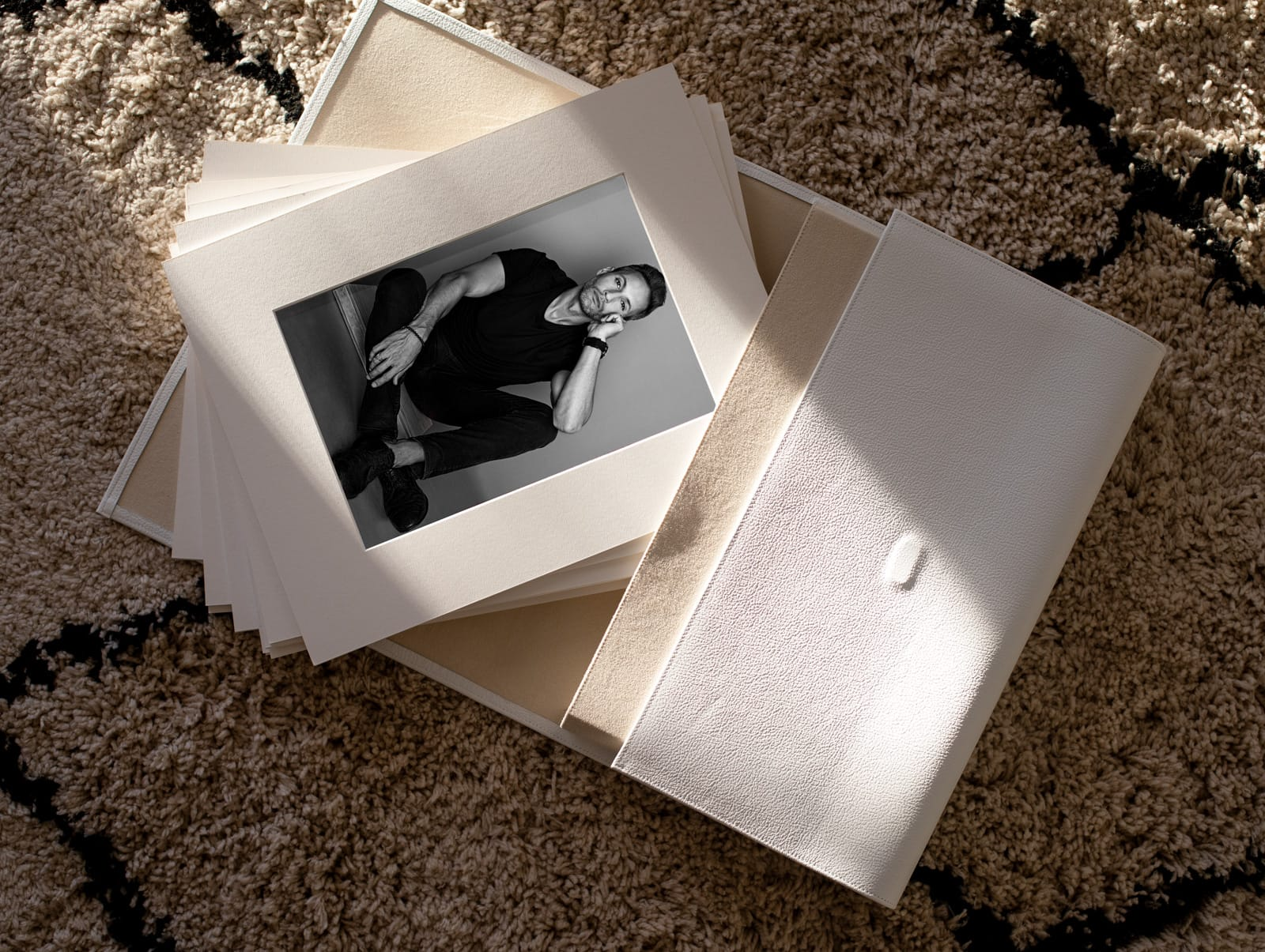 Tus fotografías Producto Nuestro Portfolio Pro La Gallarda Fotografia Profesional mejor estudio fotografico Malaga Alhaurin Marbella fotógrafo recomendado photographer fotografas retrato boudoir moda bebe familia espacios