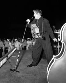 Elvis au Russwood Park le 4 juillet 1956.
