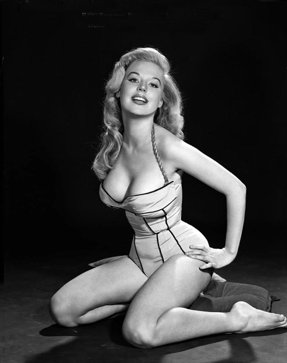Betty Brosmer nudes (43 fotos) Sideboobs, Instagram, braless