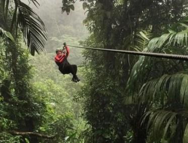 TELEFERICA (COSTA RICA) – La Costa Rica è famosa in tutto il mondo per le rigogliose foreste. Tanti i mezzi per attraversarle, dai ponti sospesi alle funivie. Il più originale, però, è la teleferica. Imbragati saldamente, si scivola su un cavo d'acciaio con il corpo parallelo al terreno.