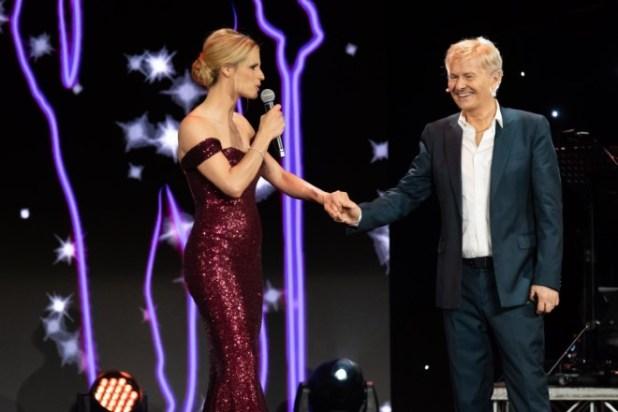 Michelle Hunziker e Ron per Lucio Dalla. Una foto della serata.