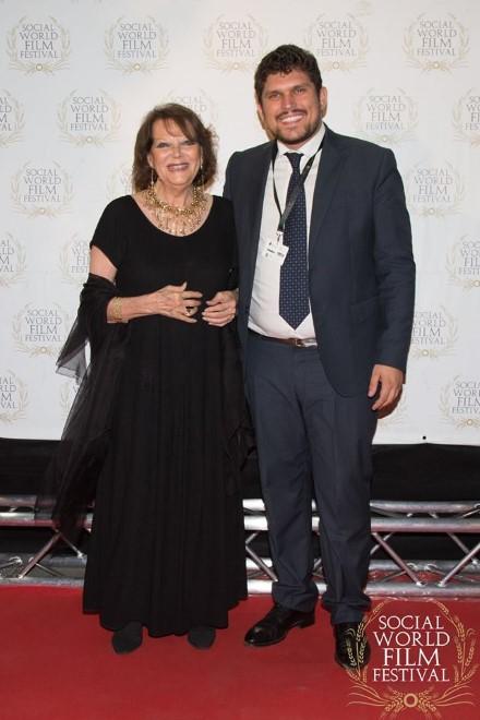 Claudia Cardinale con Giuseppe Alessio Nuzzo. Foto da Facebook