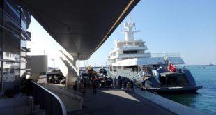 Set cinematografico sul lungomare di Napoli-Salerno