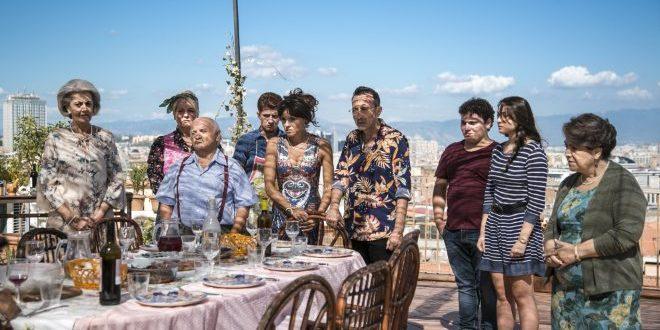 """Benvenuti in Casa Esposito: il film che insegna """"la famiglia"""" con la comicità"""