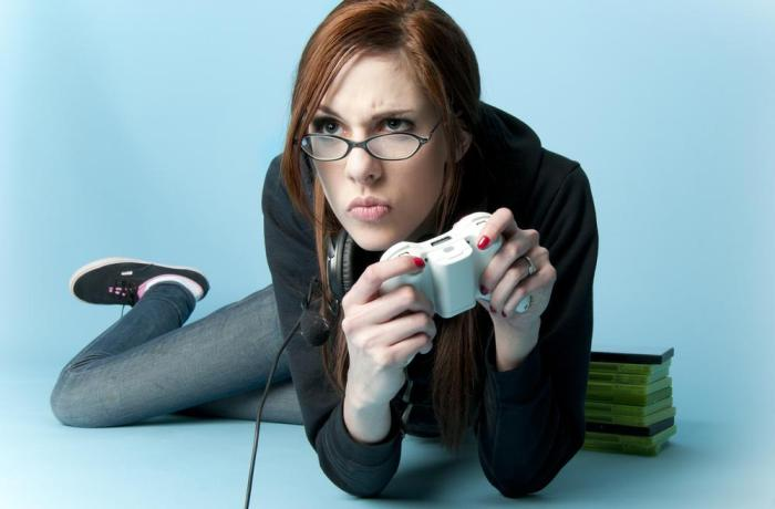 pretty-girl-playing-video-games