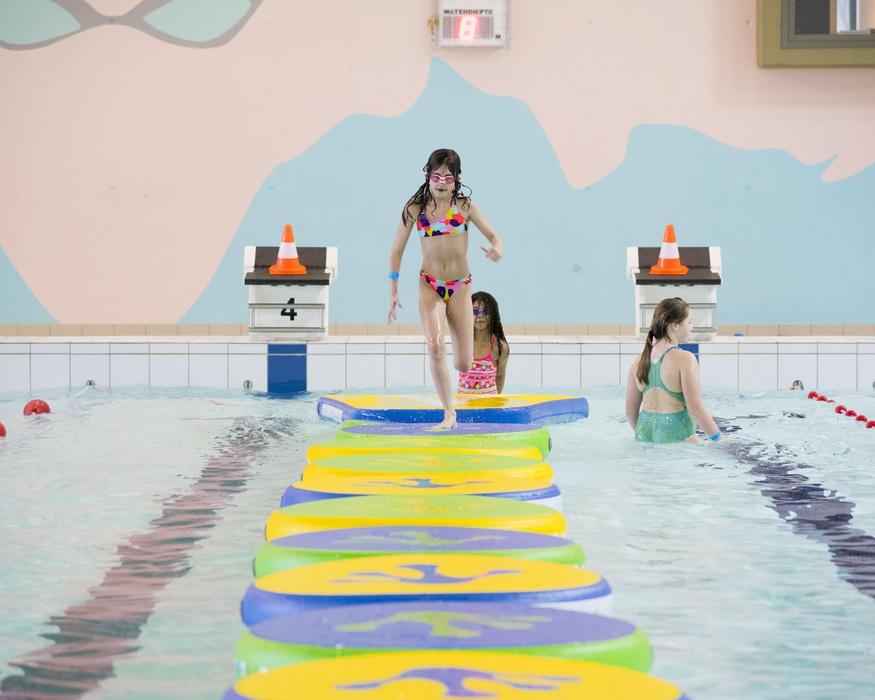 piscine sportive nager ou suivre des
