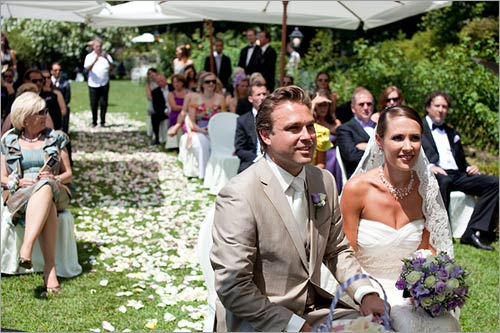 viale-petali-rose-per-cerimonia