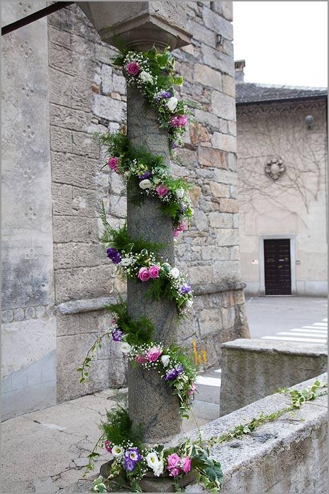 addobbo colonne chiesa matrimonio